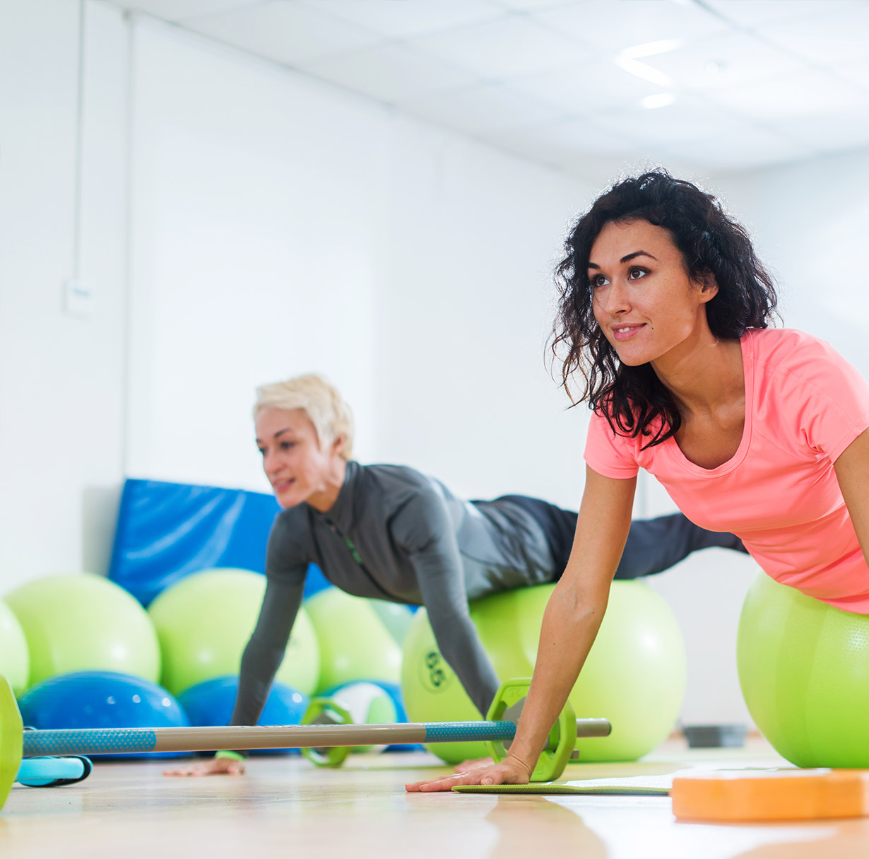 Ricerca l'equilibrio facendo Yoga